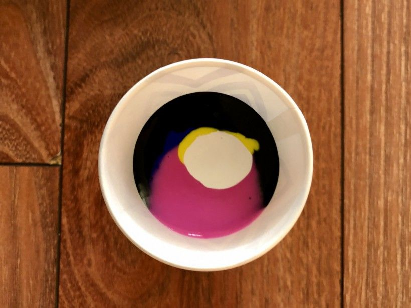 Fill paint pouring cup