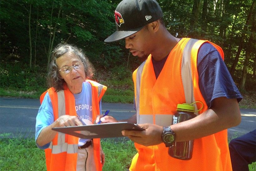 Botanist Janet Ebert instructs a LEAF intern on how to collect field data. ©Anmy Nguyen (The Nature Conservancy)